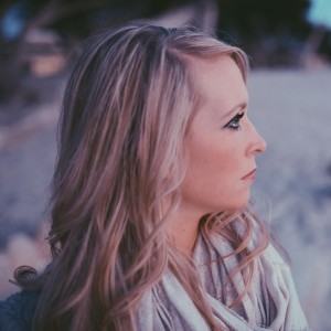 predlzene vlasy blond profil