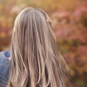 predlzene vlasy blond preliv